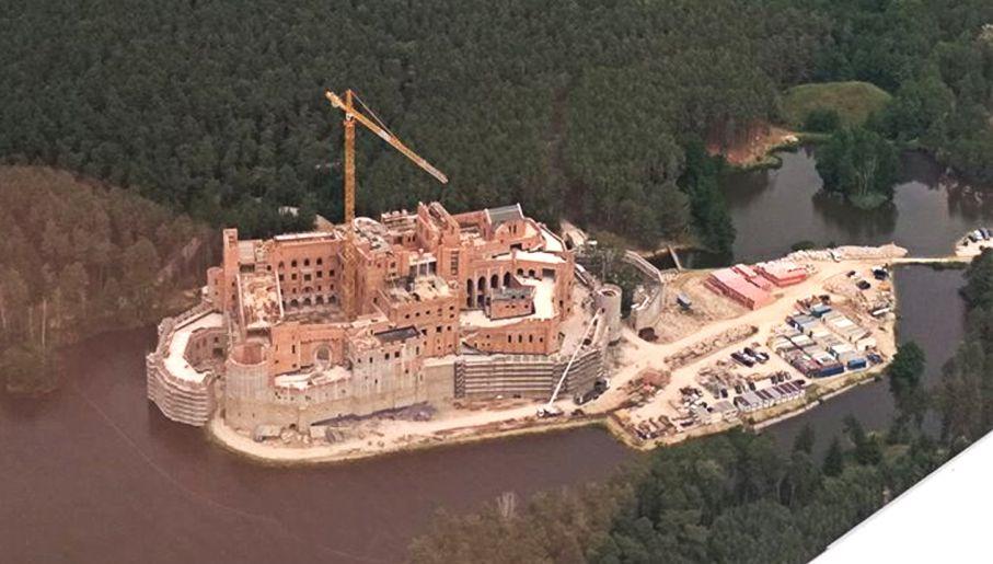 Zamek w Puszczy Noteckiej, czyli spisku nie ma. W parku krajobrazowym też można budować